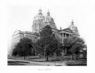 Iowa's Capitol by Flickr user DMPL Special Collections