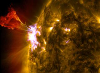 Sun Emits a Mid-Level Flare by Flickr user NASA Goddard Photo and Video