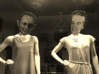 Moshe Dayan & Golda Meir: fashion victims? by Flickr user Global X