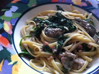 Oysters, spinach, pancetta in Alfredo sauce on linguini by Flickr user cynthiacloskey