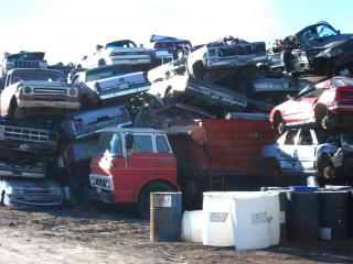 Cars awaiting shredding by Flickr user dave_7