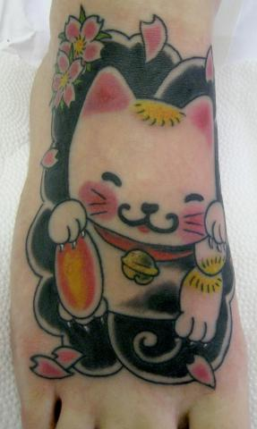 Tatuagem Manekineko Tattoo by Flickr user micaeltattoo