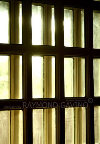 Daylight Shades of Window.tags by Flickr user Raymond Gavino
