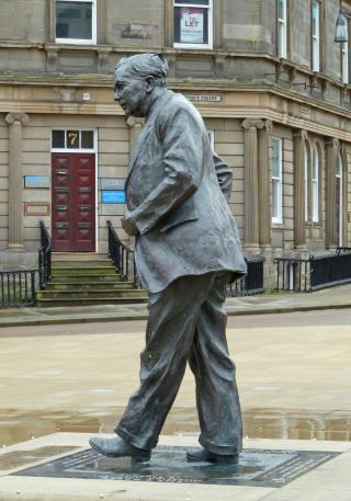 Statue of Harold Wilson, St George's Square, Huddersfield by Flickr user Tim Green aka atoach